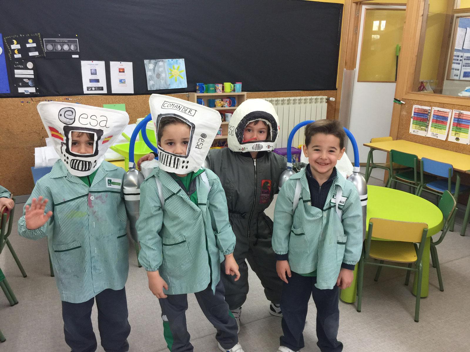 Disfrazados de astronauta